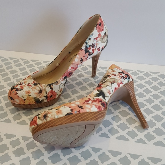 17f1a6ef5af Christian Siriano payless Floral Pumps Heels